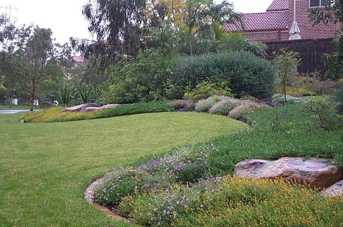 Even If You Hire A Professional Installing Garden Edging May Be The Least Expensive Way To Improve Your Garden S Appearance