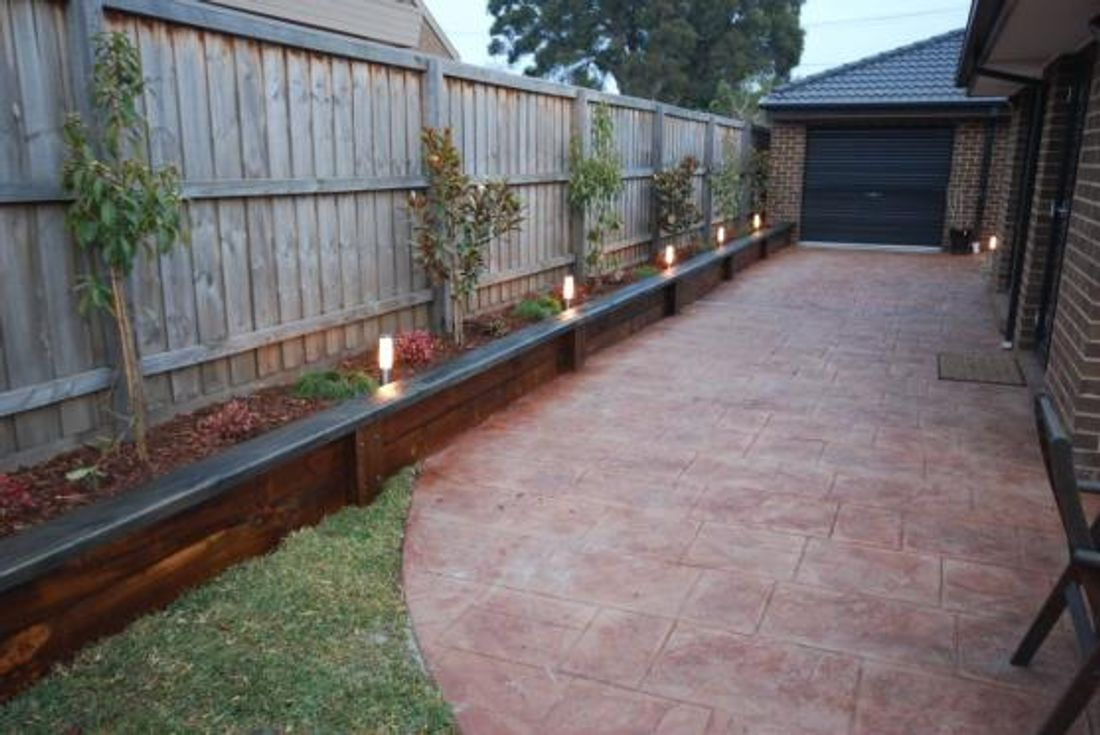 5 simple landscaping ideas for Australian backyards ... on Backyard Landscaping Along Fence id=75248