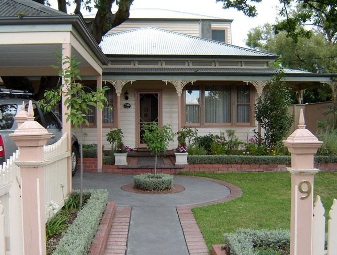 How much does a fresh paint job cost - How much does exterior house painting cost concept ...