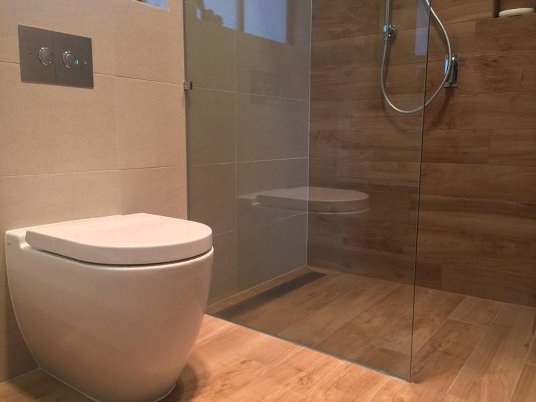 Top tips for a successful small bathroom fit out hipages for Small baths 1100