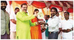 Lenish John receiving 'Yogacharya award' from  Member of Parliament (INDIA) 2017
